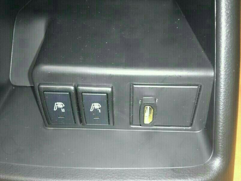 HDMI&USBコネクタ設置