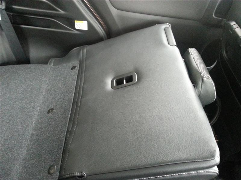 分かり辛いですが、後部座席の背面もしっかりシートカバーに覆われています。<br /> <br /> 各操作も問題なく出来ました。