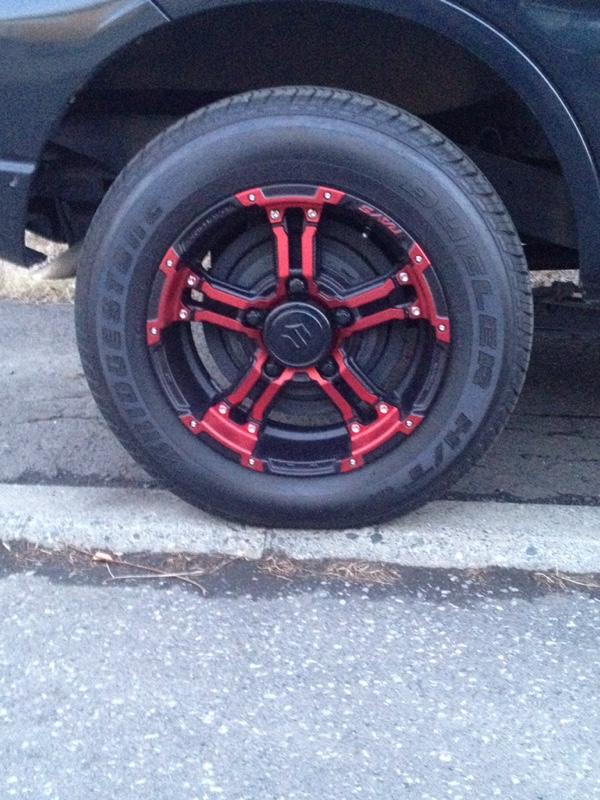 タイヤ脱着とセンターキャップ塗装とスライドピン、ピストンに給油