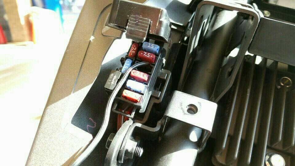 YZF-R25 USB電源取り付け