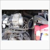 最近エンジンのふけ方がおかしいので、バタフライのあたりが汚れたかな?と思い清掃を実施。<br /> エアダクトとブローバイホースを外せばアクセスできます。
