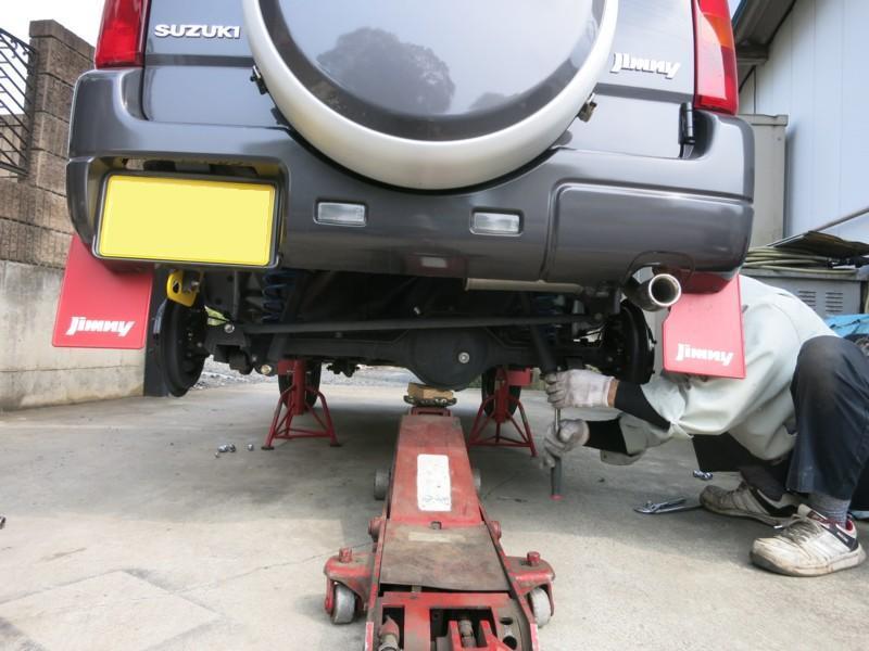 タイヤ交換とハイトアップスプリング取り付け