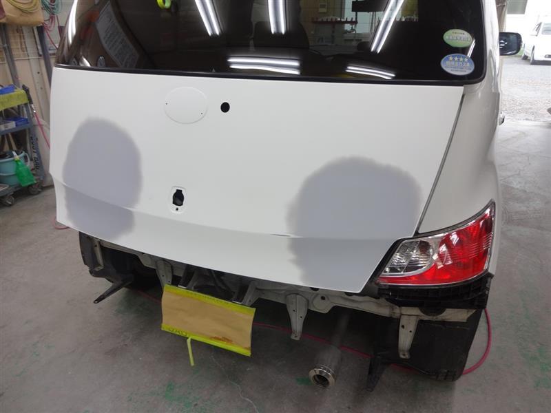 トヨタ bB リヤまわりのキズへこみの板金修理塗装です。東京都多摩市よりご来店です。