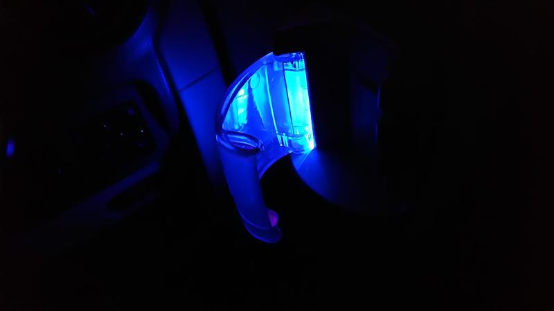 ドリンクホルダーLED照明取り付け