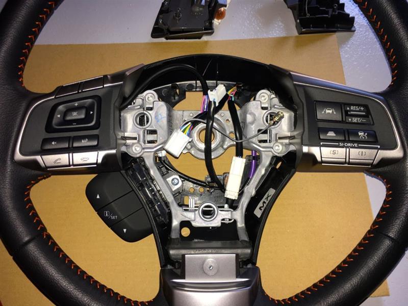 オーディオコントロール付きのスイッチを取り付けて、外したものを戻す。