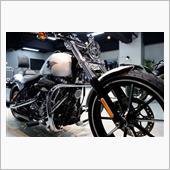 「伝統的なドラッグバイクスタイル」ハーレーダビットソン FXSB ブレイクアウト【リボルト神戸】