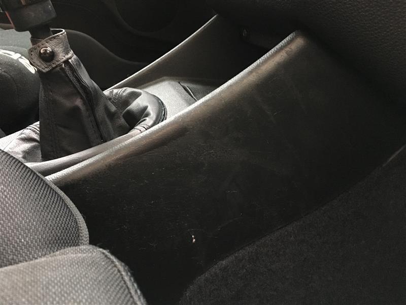 イタ車名物 内装のべたべた除去