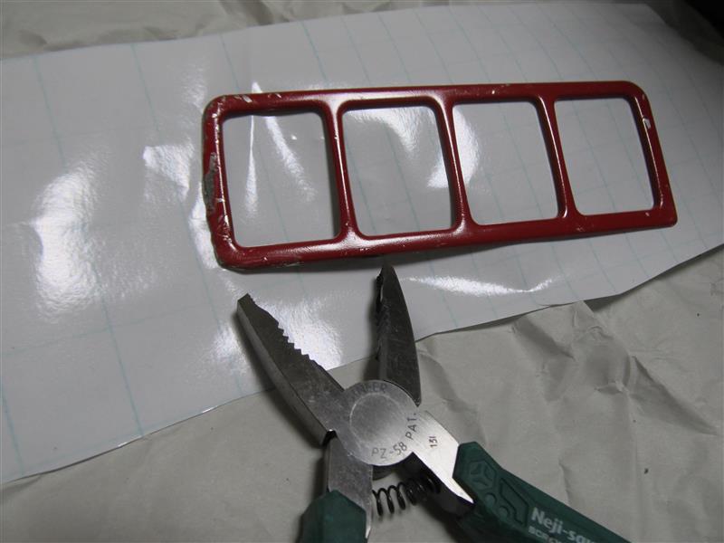 左ハンドル仕様のスイッチカバーの加工と塗装