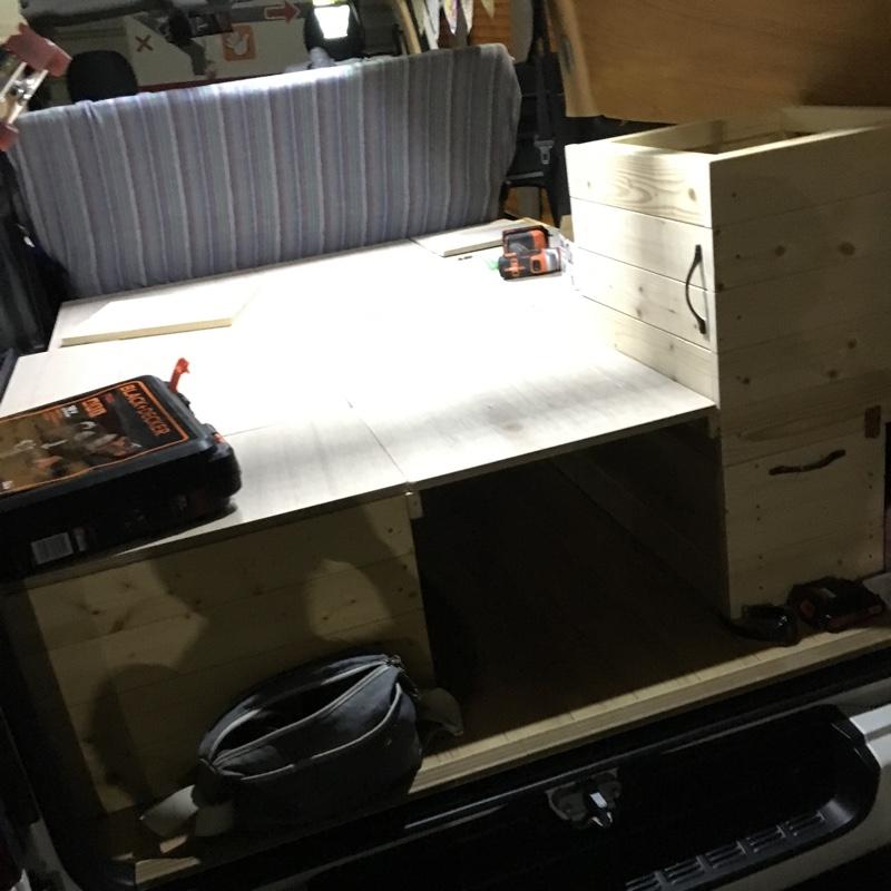 それが完成しましたら、ベッド&amp;ソファ部分となる天板の切り出し!<br /> <br /> こればかりは自分で切らなくてはいけなかったのでかなり大変😂<br /> <br /> クッション材や布等が痛まないように角は丸めるのが大変でした!