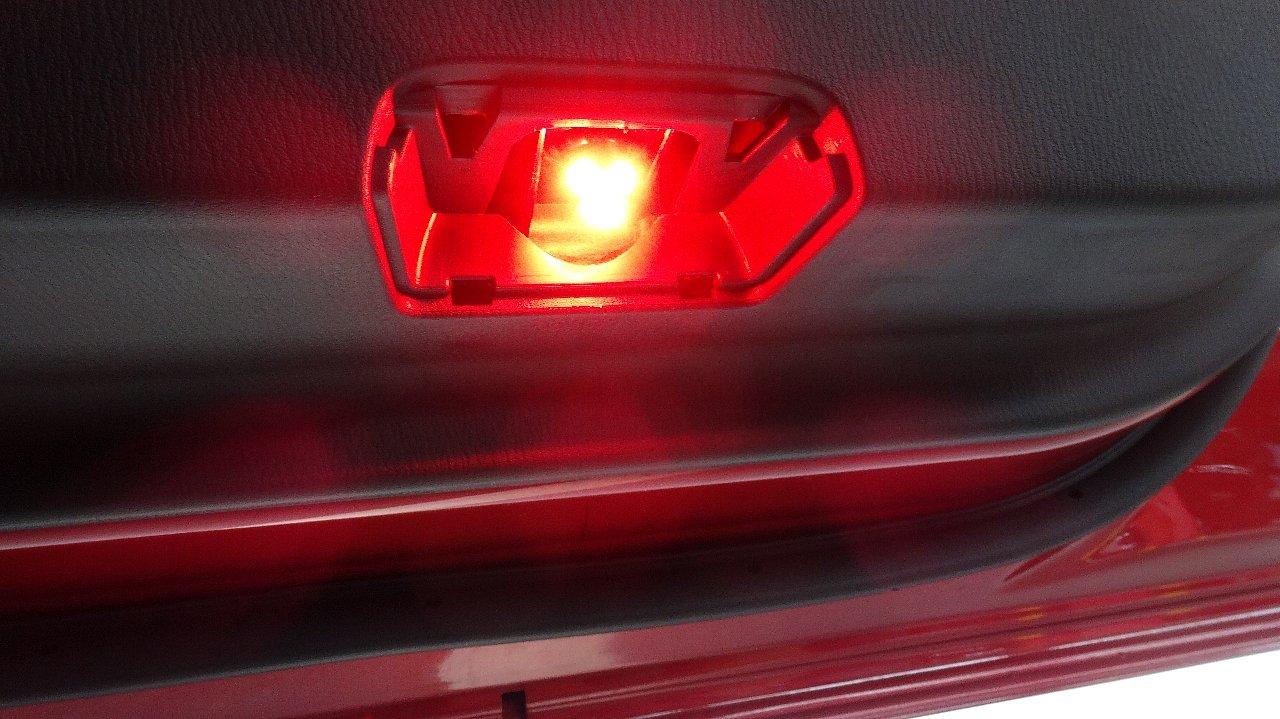 ドアカーテシランプ 赤色LED化