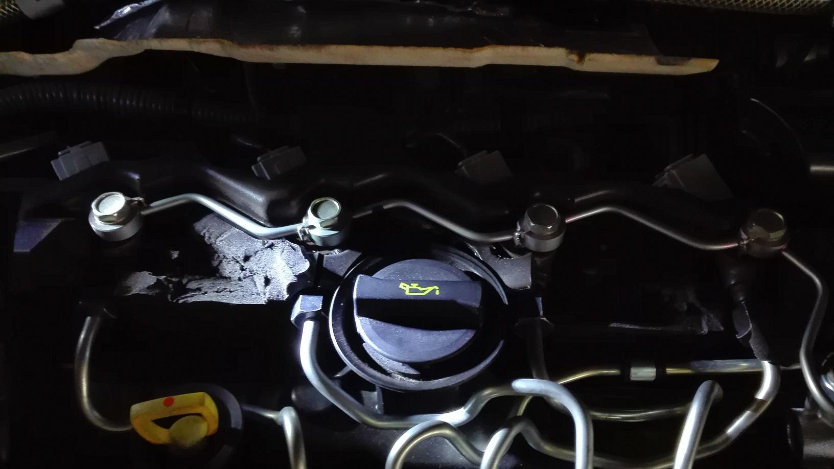 インジェクター作動音低減インシュレーター?