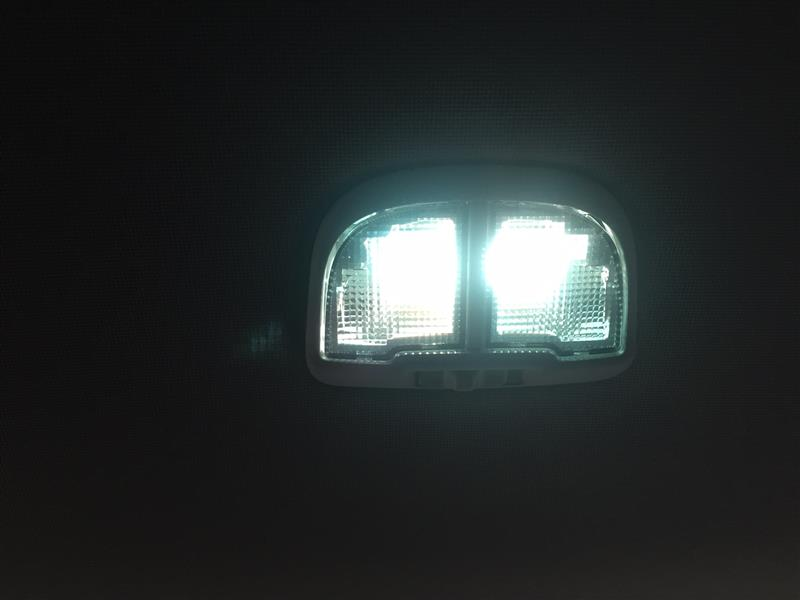 室内灯とライセンス灯交換