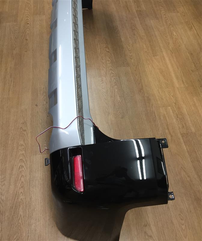 LEDリフレクターと光る三菱マーク