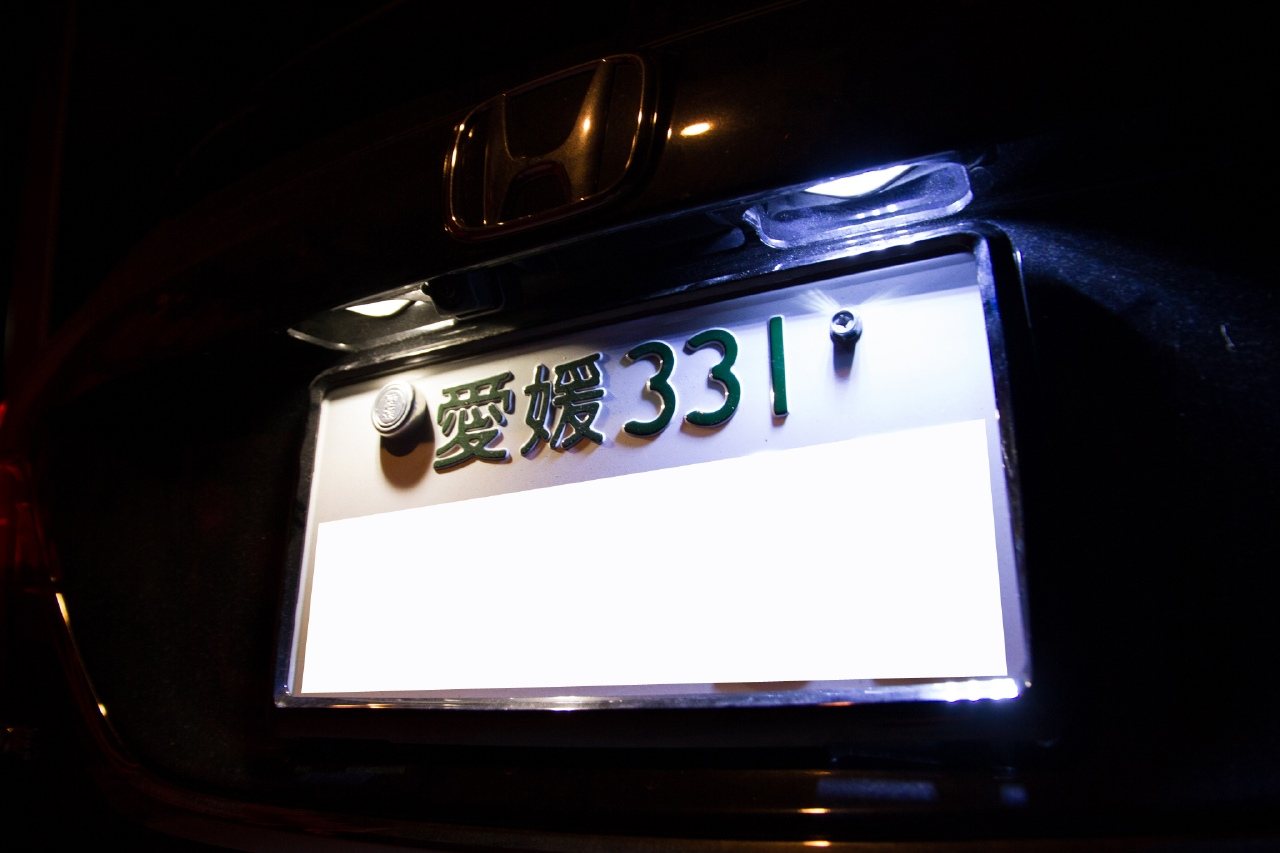 AXIS-PARTS 車種別専用LEDナンバー灯ユニット 8000K 装着