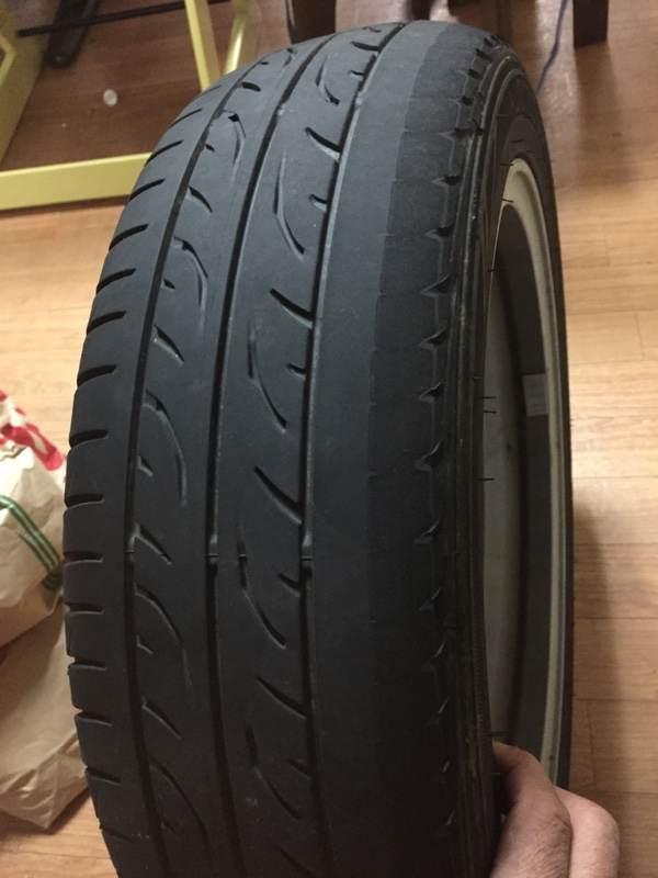 新品タイヤが5000kmで…