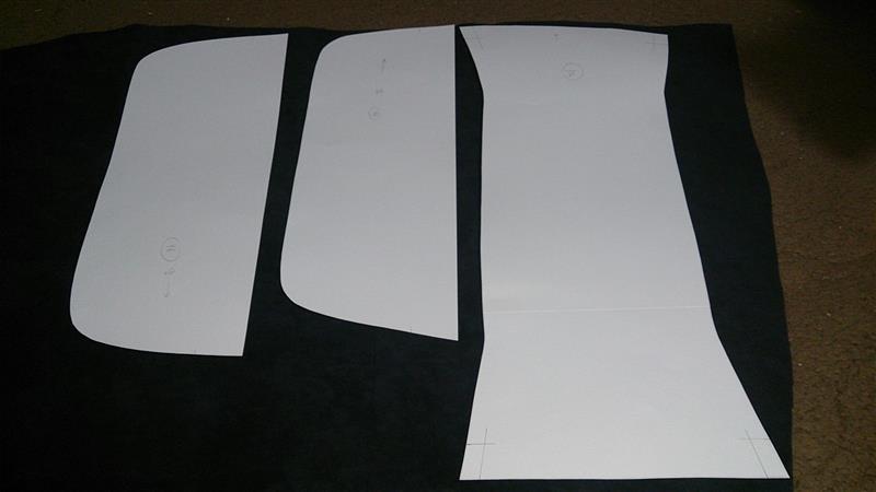 エクセーヌでカバー製作したときの型紙を引っ張り出し、3分割で生地を切り出して、接着剤で合わせました(*´∀`)