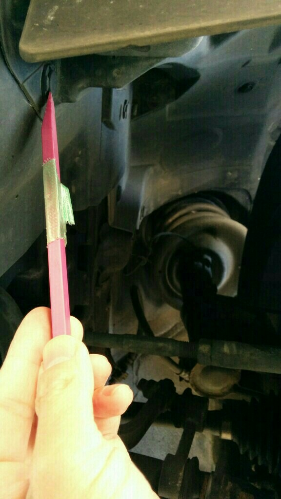 導電性アルミテープでフロント下部の静電気除去を行いました