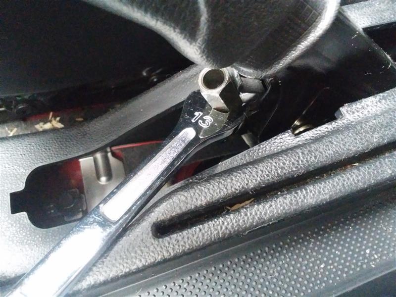 Alfa 147 サイドブレーキ 調整