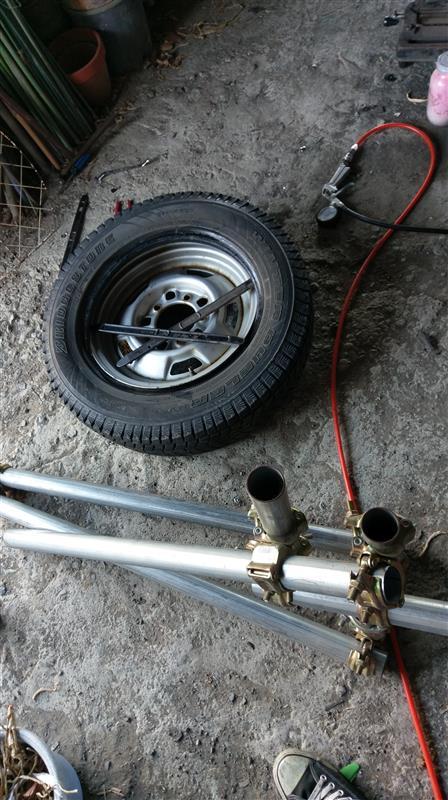スタッドレスタイヤ組み換え