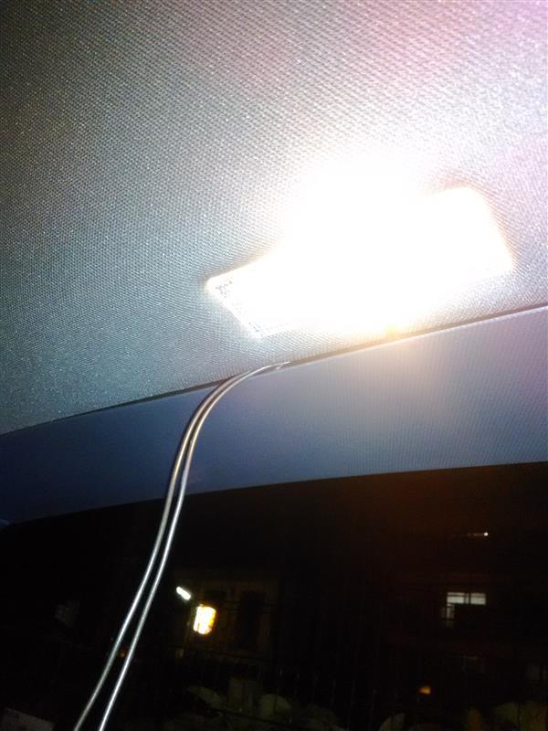 トランクにLED照明追加