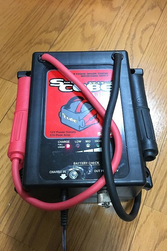 ブースターバッテリとジャンプスターターの充電