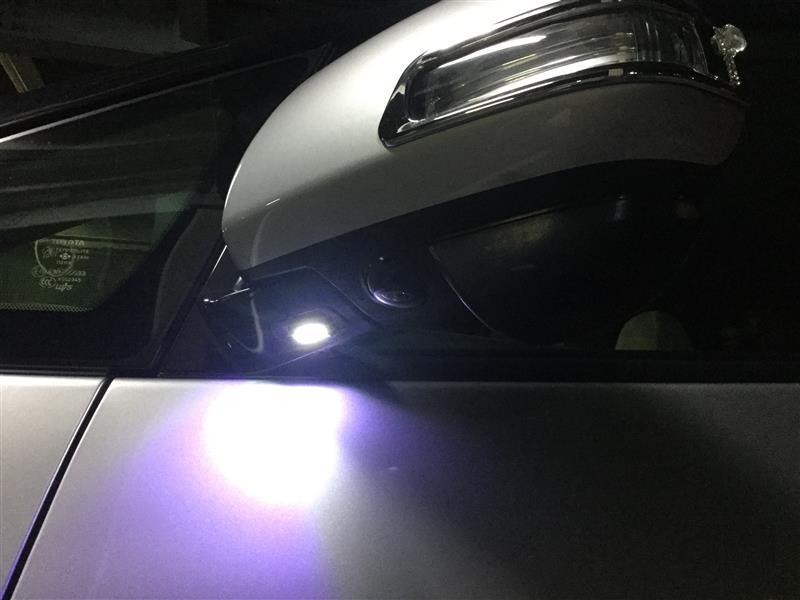 復活しました~♪<br /> <br /> 当然乗り込む際には点灯しているの見えますが、運転席からも本当に点灯しているのかを見てみたい!
