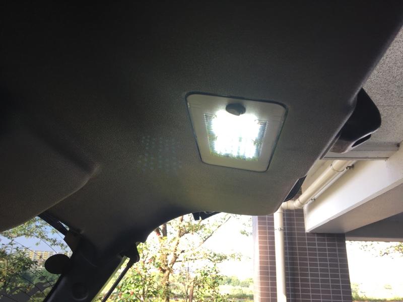 バックドアにLED照明装着