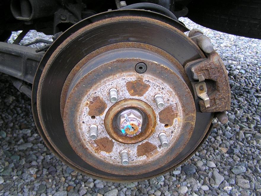 デリカD5 ブレーキキャリパーの塗装