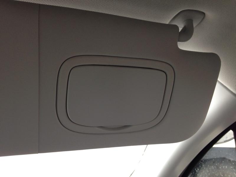 運転席側サンバイザー・バニティミラー蓋部分交換