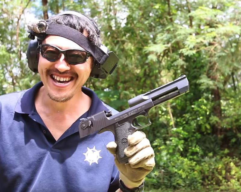 【実弾射撃】デザートイーグル ハンドガン最大級の.50AE弾を片手で連射してみた。【マック堺のレビュ