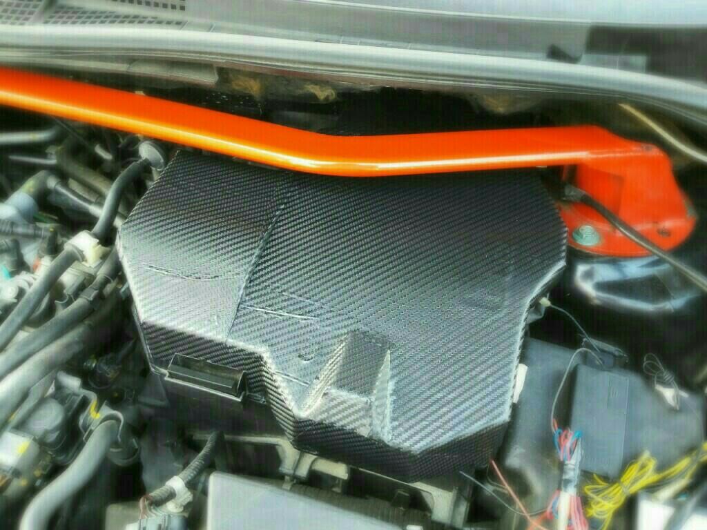 バッテリーカバーにカーボンシートを貼りました