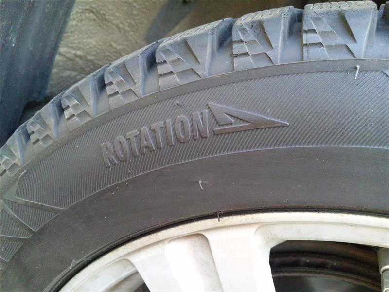 ◆スタッドレスタイヤを装着!!<br /> <br /> ( ROTATIONマークの付いているタイヤは矢印方向を確認 )<br />