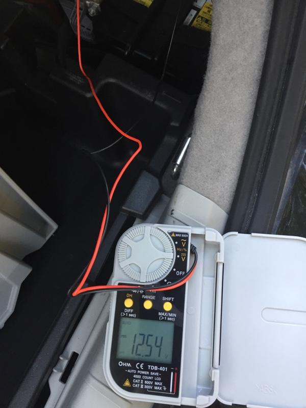 補機バッテリー寿命か調査。