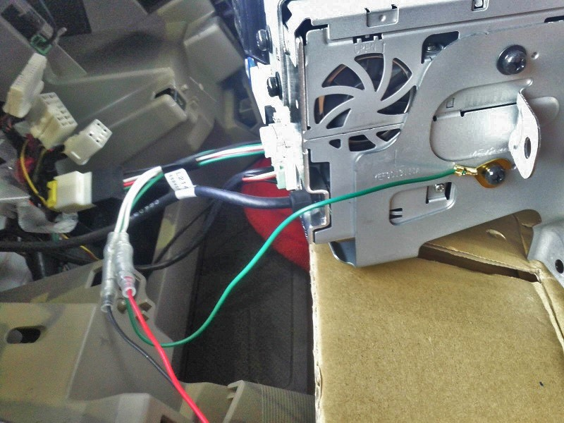 走行中にナビでDVDを見れるように&映像入出力の追加①