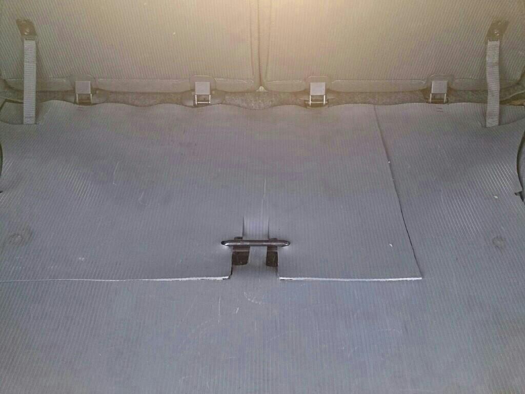 整備性向上のためにトランクマット加工