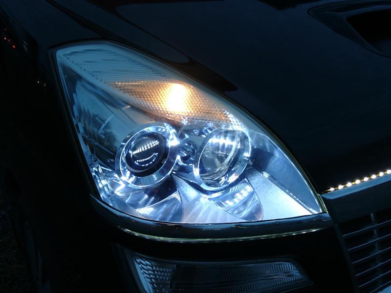 ヘッドライト内部照射LEDテープ施工