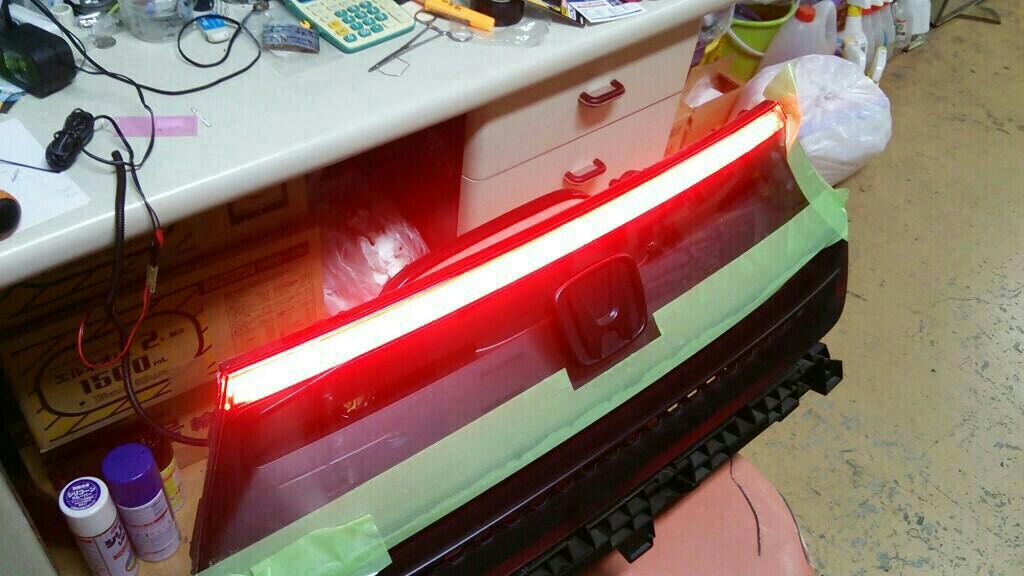 リアパネルにLEDを仕込んで点灯するようにしてみました。