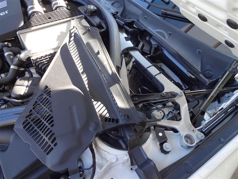 BMW F80 ストラトタワーバー取り外し(メンテのため)