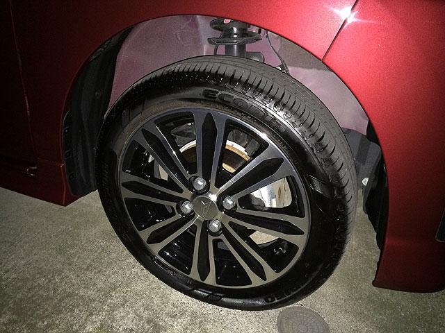 タイヤ&ホイールも綺麗にしてくれている。<br /> コーティングしてるかは不明だけど、多分やってないだろう。<br />