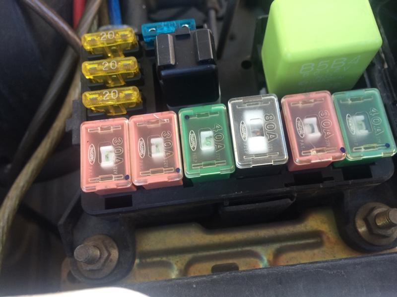 バッテリーとヒューズ交換