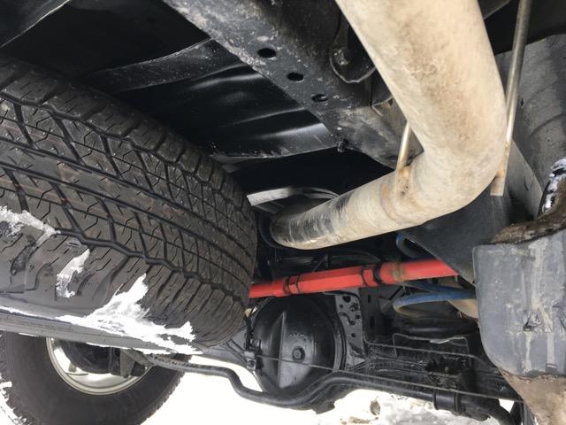 スペアタイヤを吊り下げ
