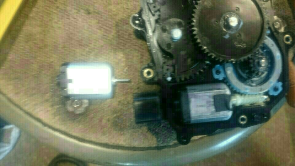 スライドドアロックリリースモーター交換。