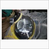 磨き作業でライトを綺麗にしていきます!の画像