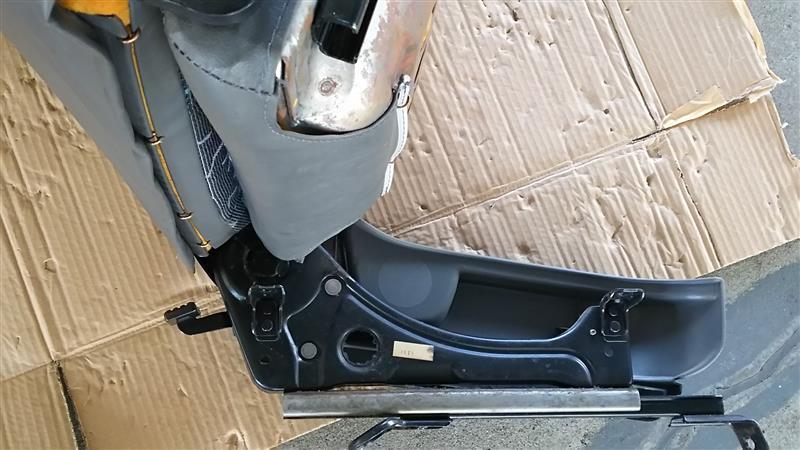 助手席シートリクライニングフラット加工