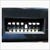 スターターのスイッチ設定は5の車種設定AをONにします<br /> あと、必要に応じて1のパーキングブレーキと4のPポジションスイッチもONに。<br /> <br /> これで、リモコンスターターの配線はほぼ出来ました。<br /> <br /> あとはクラッチスタートシステムのキャンセラーをリレーを使いIG電源で作動させると<br /> リモコンでエンジンがかけられます<br /> ※なぜキャンセラーをリレーを介して作動させるの?と思った方は<br /> リモコンエンジンスターターの取付け(文章のみ)<br /> の7と8を参照してください<br /> <br /> ちなみにリモコンでスタートすると<br /> イモビキーによるドア解錠やリクエストスイッチによるドア解錠はエンジン始動中は出来ません<br /> リモコンに格納されたカギを使うかスターターでエンジン停止後に通常の解錠をしてください<br /> <br /> スターターのオプションでドアロックアダプターを使えばスターターリモコンでドアの施錠・解錠が出来るようです<br /> <br /> <br /> ※エンスタ始動後、フットブレーキを踏まずに走り出せばエンジンは切れません<br /> (一度走り出せば、その後ブレーキを踏んでもエンジンは切れませんでした)<br /> ↑危険なのでオススメしませんが特性として覚えておいて損はない情報だと思います