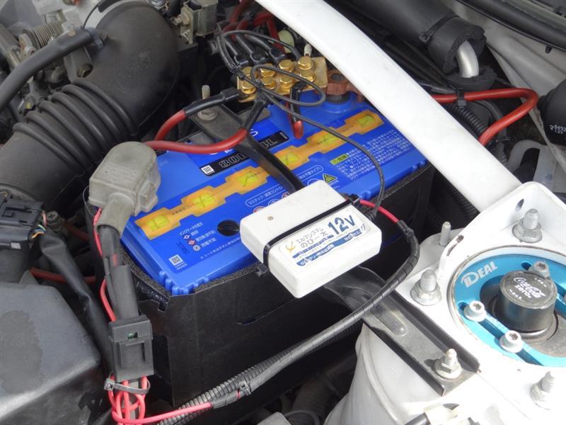 エーモン・バッテリー保護カバー加工作業。