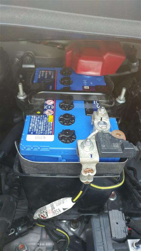 三菱アイドリングストップ車のバッテリー交換