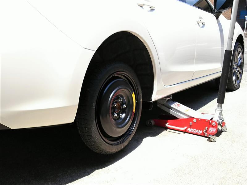 テンパータイヤを使って一輪づつ行いました。