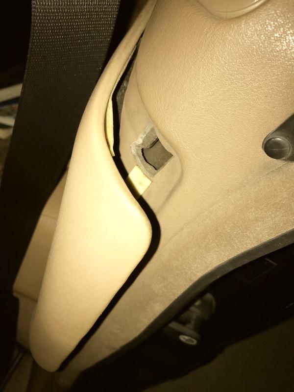 E36カブリオレのリアサイドの内張りの外し方