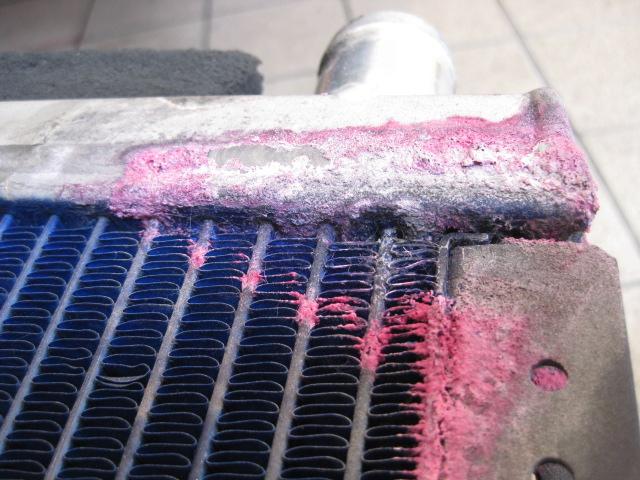 ラジエーター水漏れ修理